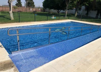 Barandilla acceso piscina municipal